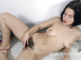 brunettes,hairy,masturbation